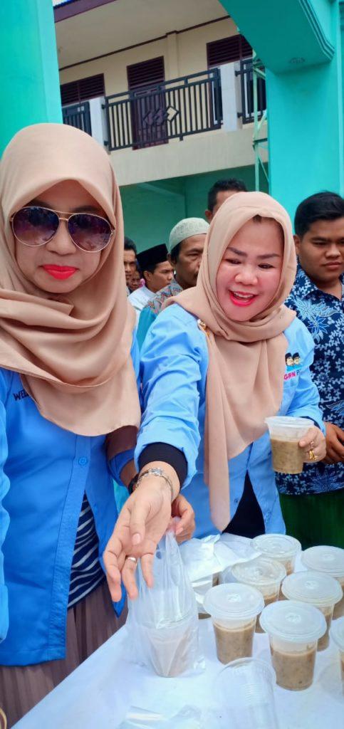 Momen Jumat Barokah, Emak-emak GRN PAS Riau Bagikan 250 Cup Bubur Kacang Hijau