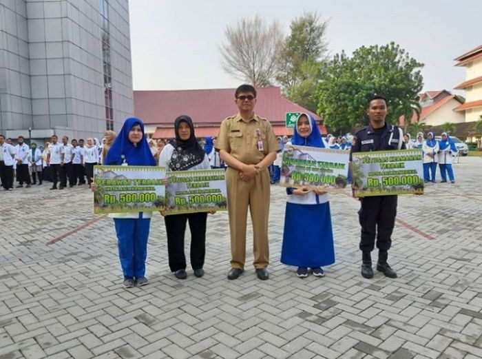 RSUD Arifin Achmad Berikan Penghargaan Kepada Pegawai Dari Petugas Kebersihan, Keamanan dan Perawat