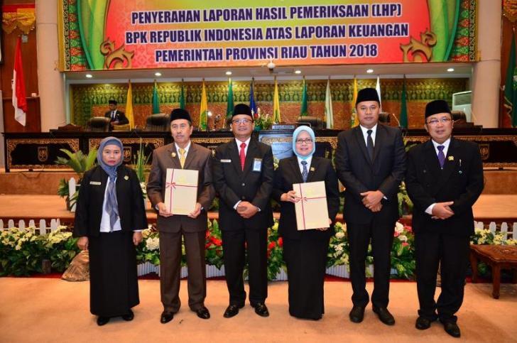 DPRD Riau Gelar Rapat Paripurna Penyerahan LHP BPK RI Atas Laporan Keuangan Pemprov Riau TH 2018