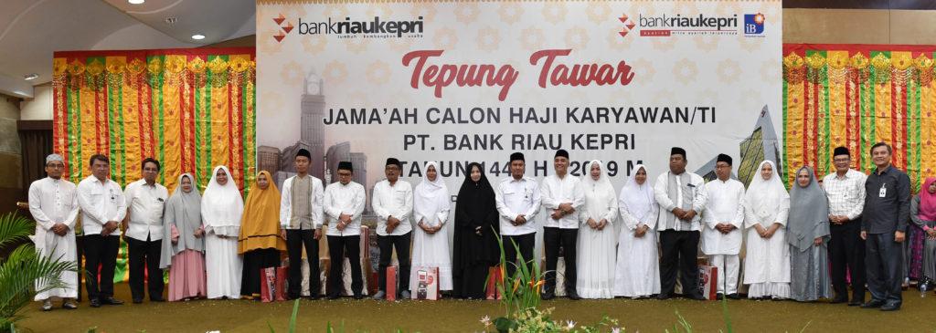 Acara Tepung Tawar Tandai Keberangkatan Calon Jamaah Haji Pegawai Bank Riau Kepri 2019