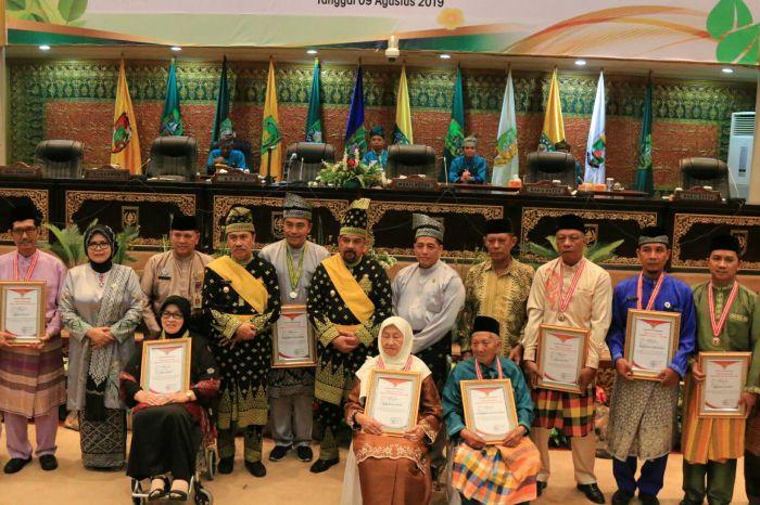Pemprov Beri Tanda Jasa 12 Pahlawan Riau