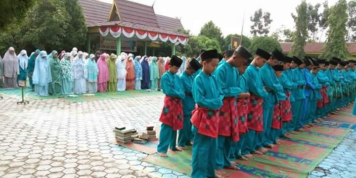 Pelaksanaan Sholat Dhuha Berjamaah Bagi Siswa Muslim SMPN 7, Guna Penguatan Iman dan Taqwa