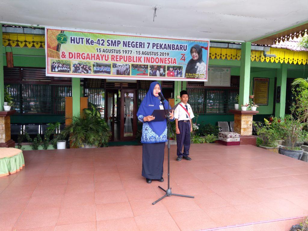 Hj. Erna Daharni,.M.Pd. Jadi Pembina Upacara Peringatan Hari Kesaktian Pancasila di SMPN 7 Pekanbaru