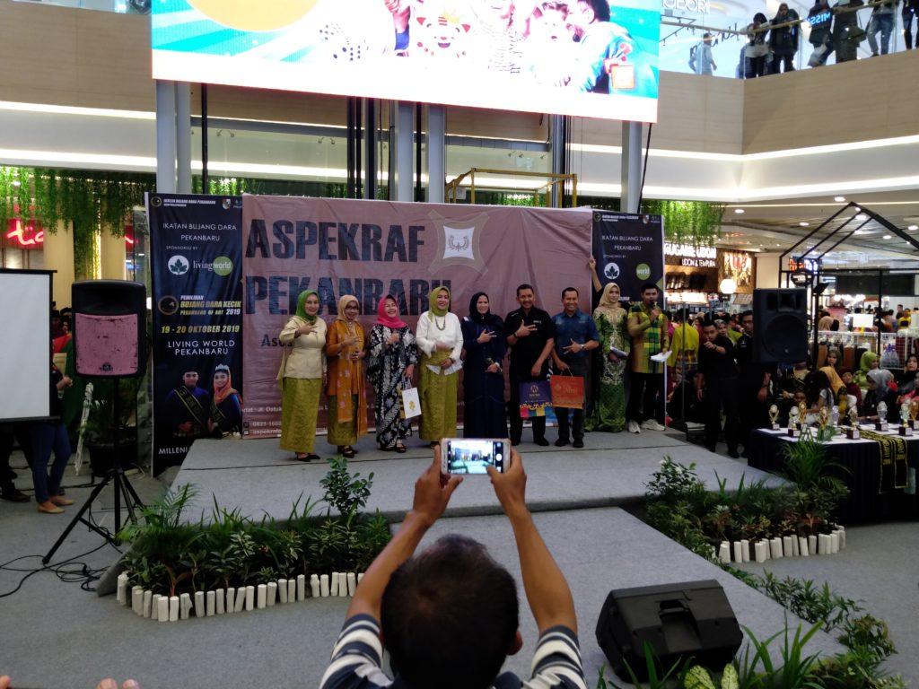Pengukuhan ASPEKRAF Fashion di Living World