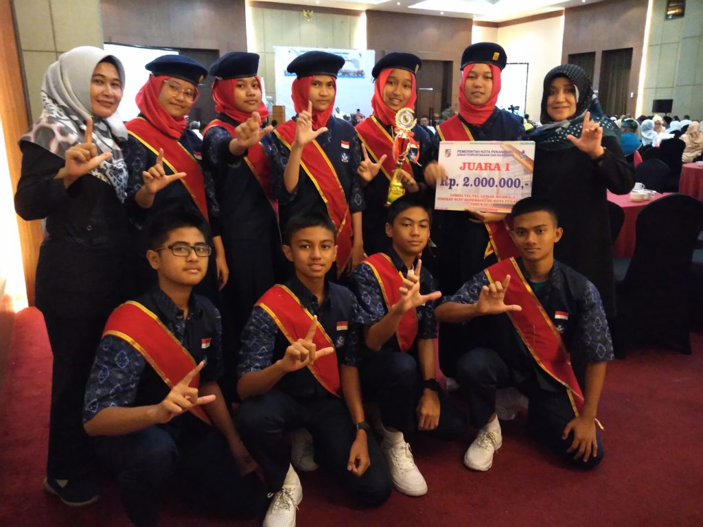 Luar Biasa SMPN 1 Juara I Lomba Yel-yel Literasi Tingkat SMP se-Kota Pekanbaru