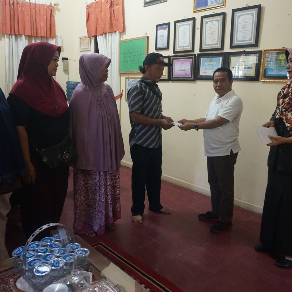 5 Orangtua Siswa Kurang Mampu SMPN 22 Menerima Bantuan Zakat Profesi Guru dan Pegawai Kota Pekanbaru