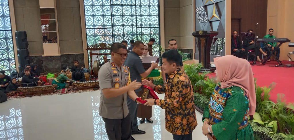 Selamat Jalan Mantan Kepala Kejaksaan Tinggi Uung Abdul Syukur,SH,MH dan Selamat Bekerja Dr.Mia Amiati,SH,MH Kepala Kejaksaan Tinggi Riau
